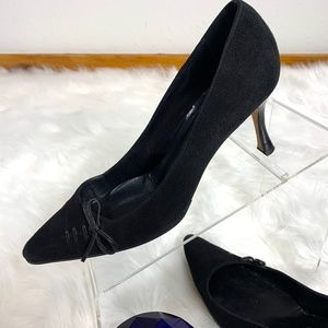 MANOLO BLAHNIK 6 Black Suede KittenHeel Pumps K629